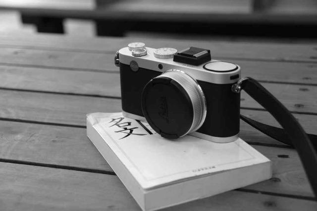 高級コンパクトデジカメ:  Leica X2