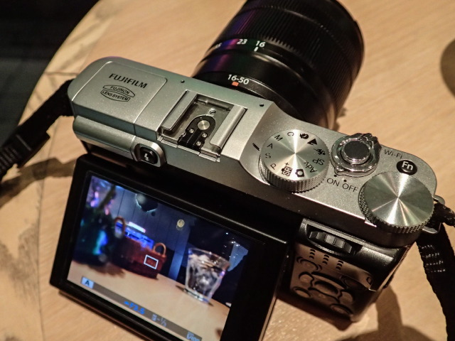 小さい、夜に強いミラーレス:Fujifilm X-M1